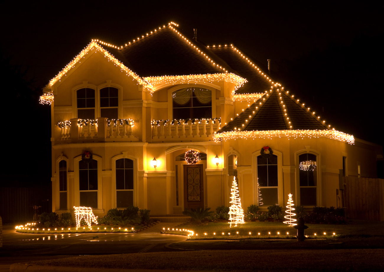 Amstill Roofing Can Repair Your Houston Roof So That It's Holiday-Ready