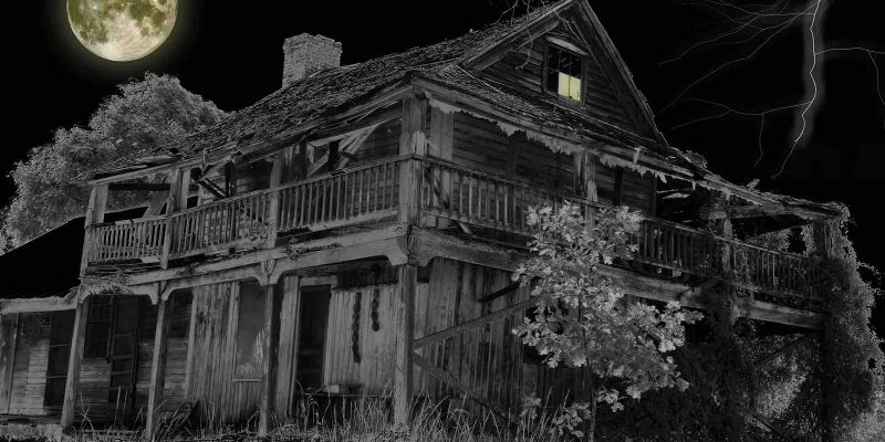 Houston scary house and old shingles. Needs roof repair.